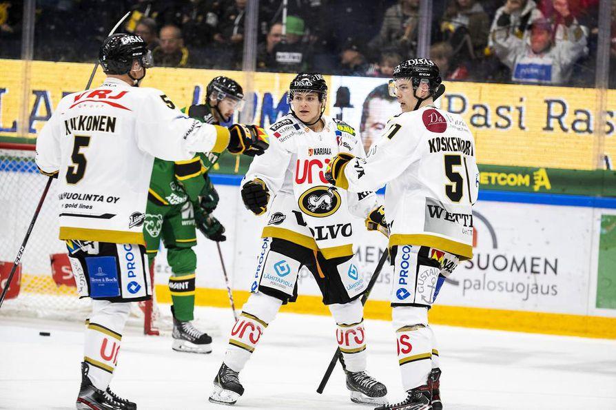 Kärppien maaleista perjantaina vastasivat Janne Pesonen, Otto Karvinen ja Jesse Koskenkorva.