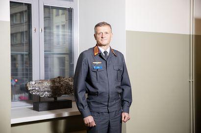 Suomi puolustautuu ohjushyökkäystä vastaan eri filosofialla kuin suurvallat – Puolustusvoimain uusi komentaja avaa myös, miksi korvettien mitat kasvoivat