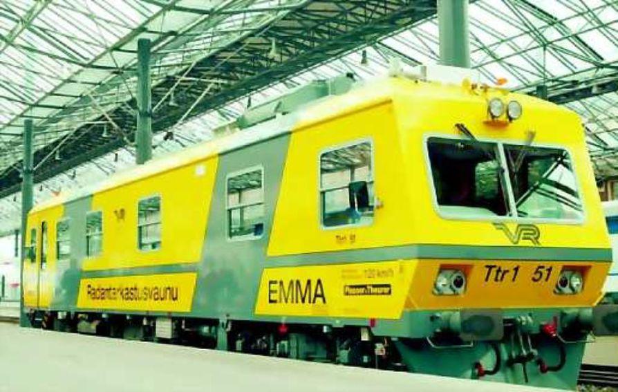 Emmaksi kutsuttu ja neljä miljoonaa euroa maksanut vaunu tutkii sekä radan että sähköradan ajojohtimien kuntoa ja antaa tietoa mm. raiteen asennosta, radan suoruudesta ja ajojohtimen asemasta.