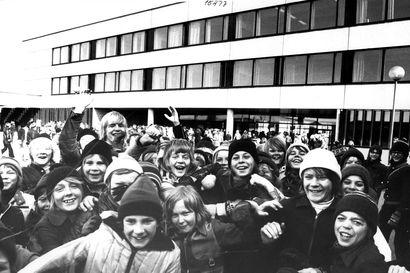 Hyppynarua ja tupakkaa – Kalevan vanhat kuvat kertovat, miten välitunteja on vietetty Oulussa ja muualla Pohjois-Suomessa