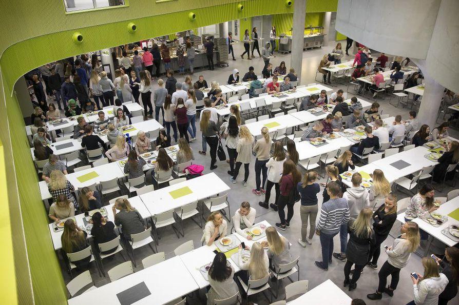 Opettajien palkkaus puhututtaa tällä hetkellä Suomessa.