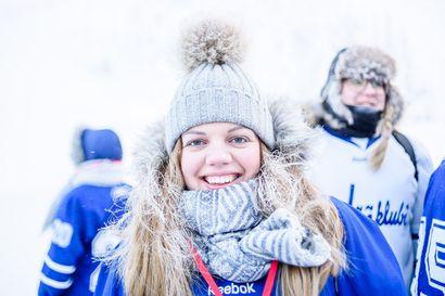 """""""Yksi pelattu, yksi voitettu"""" – Muhoslainen Jenna kannusti Jääkuutioita voittoon Pipolätkäturnauksessa – pakkanen ei haitannut pelaajia tippaakaan"""