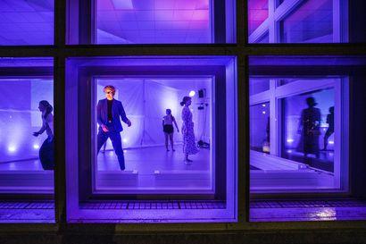 """Tanssimaraton 360 o'clock nähdään ikkunassa Linnanmaan kampuksella Oulussa – """"Esitys on kuin elävä kanvaasi, jossa mennyt, tuleva ja tämä hetki kohtaavat"""""""