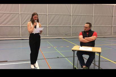 Tupoksen koulun pressiklubilaiset tenttasivat liminkalaisia kuntavaaliehdokkaita – katso nuorten ideoima vaalipaneeli