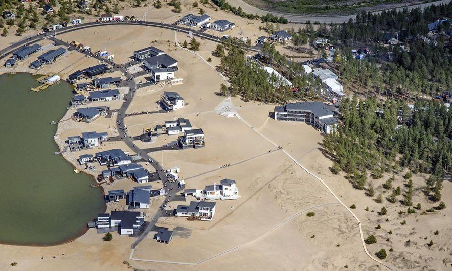 Nykytrendin mukainen uusi kesämökki on usein ympäri vuoden käytettävä kakkosasunto kaikilla mukavuuksilla. Kalajoen Hiekkasärkillä järjestettiin loma-asuntomessut vuonna 2014.
