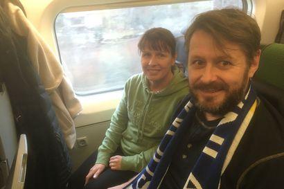 """Jalkapallohuuma kohosi jo Helsinkiin matkalla olevassa junassa – """"Yleisö huutaa ainakin yhden maalin"""""""