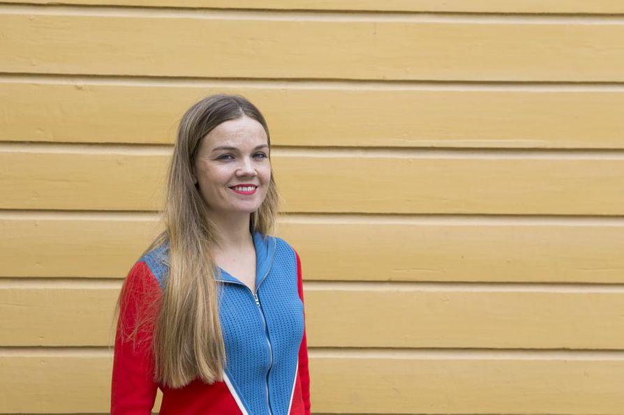 Rebekka Naatus viettää kesälomansa pätkissä.