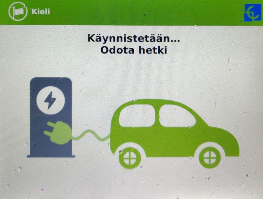 Suomessa myytiin viime vuonna parisen tuhatta täyssähköautoa. Yksi tärkeimmistä tehtävistä ennen ostopäätöstä on omien latausmahdollisuuksien varmistaminen.