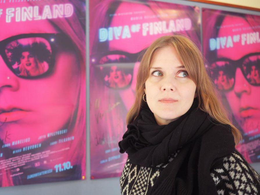 Oulun seudulla ja Pudasjärvellä kuvatun Diva of Finland -elokuvan kutsuvieras- ja lehdistönäytökset järjestettiin ohjaaja-käsikirjoittaja Maria Veijalaisen lukioaikaisilla kotikulmilla elokuvateatteri Starissa Tuirassa.