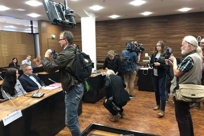 MV-jutun oikeudenkäynti hovissa alkoi — Käräjäoikeudessa jutusta tuomitut Ilja Janitskin ja Johan Bäckman eivät saapuneet käsittelyyn