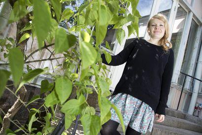 Paras kotimainen näytelmä Medusan huone syksyllä Kajaanin teatteriin – teatterinjohtaja Helka-Maria Kinnunen kutsuu katsojat piehtaroimaan feminismin painimatolle
