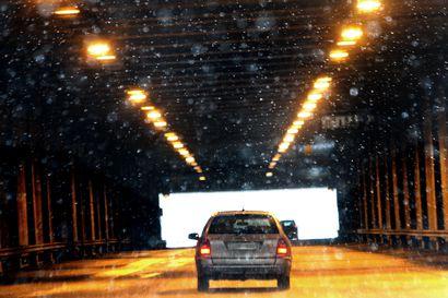 Varoitus huonosta ajokelistä Lapissa: Tienpinnat paikoin jäätyneet, tie valkoinen etenkin Itä-Lapissa