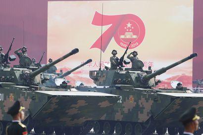 Kiina esitteli Yhdysvaltoihin ulottuvia ydinohjuksiaan 70-vuotisjuhlien paraatissa, Hongkongiin odotettiin uusia levottomuuksia ja Taiwan tuomitsi diktaattorivallan