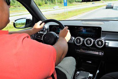 Moottoritiellä ajaminen kysyy pelisilmää ja tilannetajua – kovassa vauhdissa marginaalit ovat pienet ja turman seuraukset aina vakavat