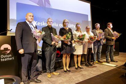 Yksimielisyyttä ja vallanvaihtoa: Oulun tuore valtuusto kokoontui valitsemaan luottamustehtävien haltijat