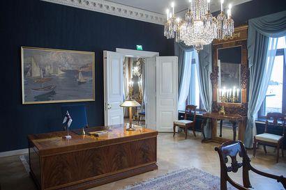 Presidentin kanslia ryhtyi koronavirustoimiin: Tapaamisissa ei enää kätellä, virkamatkoja rajoitetaan ja presidentinlinnaan ei oteta toistaiseksi vierasryhmiä