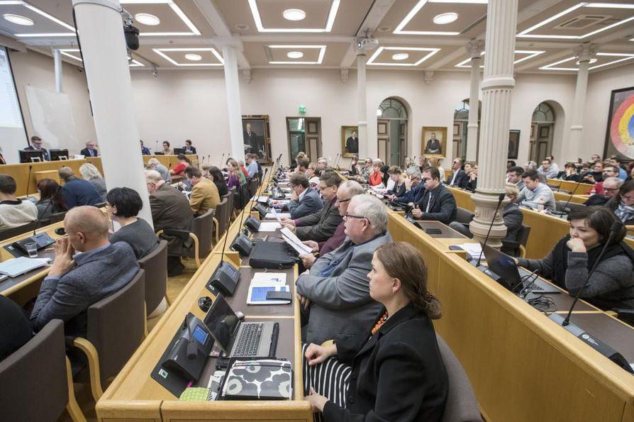 Oulun kaupunginvaltuustoon valitaan uudet jäsenet huhtikuussa pidettävissä kuntavaaleissa.