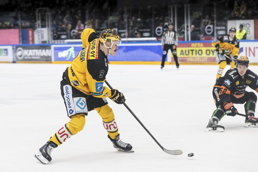 Jesse Puljujärvi pelasi onnistuneen kauden Kärpissä. Tulevaisuus näyttää, riittääkö se viemään nuorukaisen takaisin NHL-kaukaloihin.