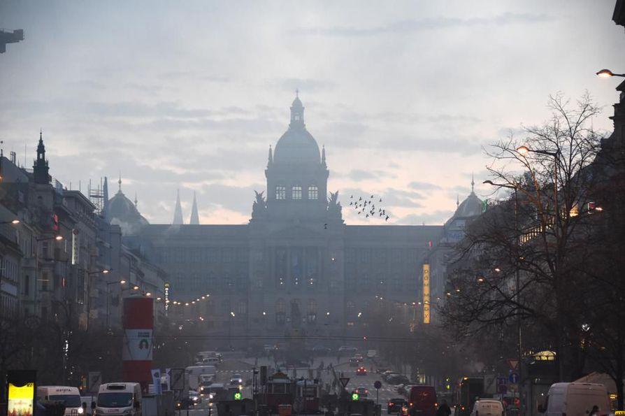 Kiina on protestoinut monia Prahan kaupungin ratkaisuja, mutta 1,3 miljoonan asukkaan kaupunki ei toistaiseksi ole kokenut merkittäviä taloudellisia menetyksiä konfliktin vuoksi.