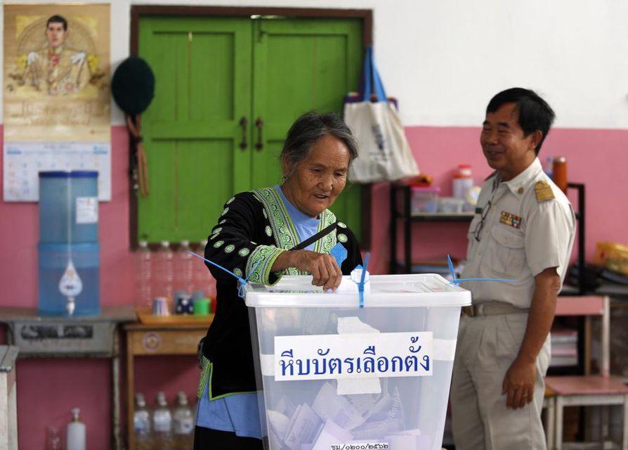 Ennakkotietojen mukaan äänestysprosentti on ollut Thaimaassa noin 80.