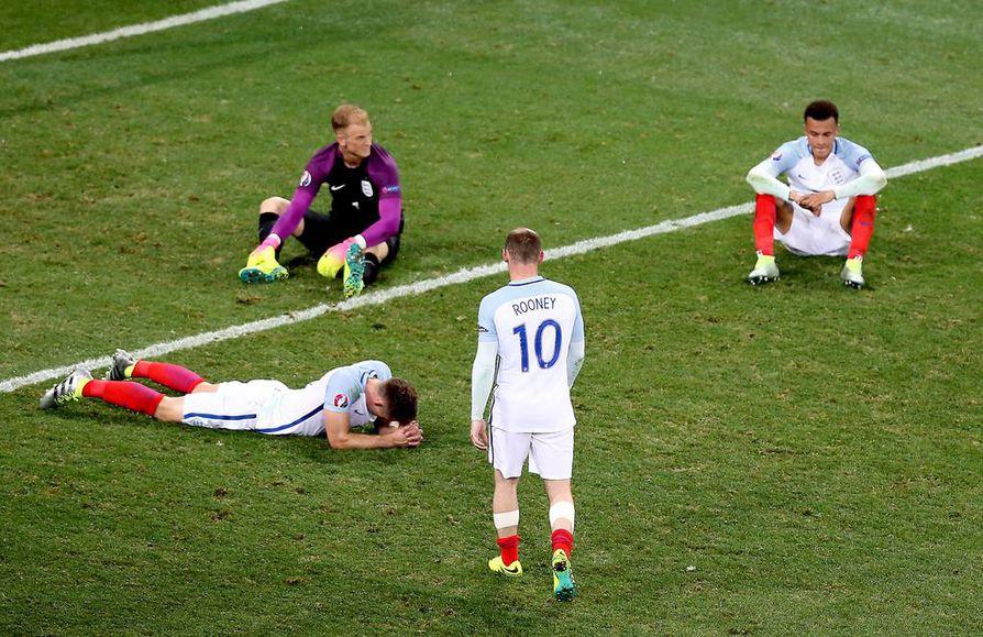 Englannin joukkue lamaantui tappion jälkeen.