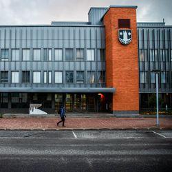 """Kemijärvi varasi nuorten kirjoituskilpailun palkinnoiksi 1750 euroa, mutta jakaa vain 300 euroa – """"Miten tässä näin kävi?"""" kysyi nuori osallistuja"""