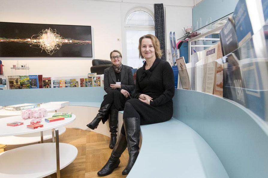 Luupin yleisötyönjohtaja Anna-Riikka Hirvonen (vas.) ja johtaja Jonna-Marleena Härö haluavat yleisön mukaan kehittämään uuden Luupin sisältöjä.
