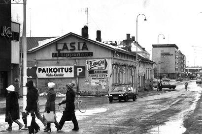 Vanhat kuvat: Oulun Saaristonkadulla sijaitsivat tavaratalo Kela, Femila ja vanha Hovihalli