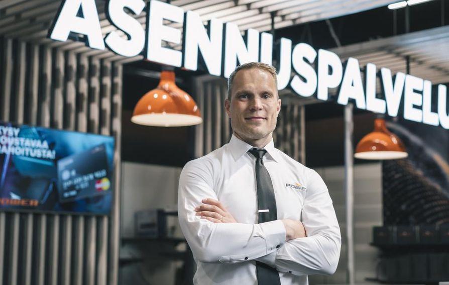 Juha-Mikko Saviluoto työskenteli välillä palvelutoimintajohtajana Oslossa. Siellä saattoi tehdä havaintoja työkulttuurien samankaltaisuuksista ja asiakaskäyttäytymisen eroista.