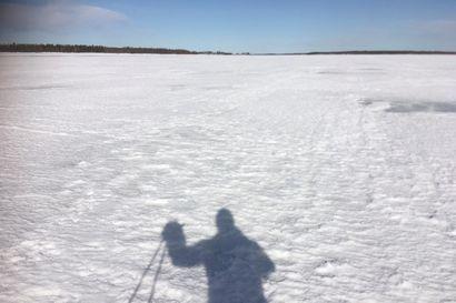 Käden varjo Ruotsissa, kehon Suomessa – Taiteilijat uskovat, että rajasulun poistuttua joen molemmin puolin kaivataan taas aitoa kohtaamista