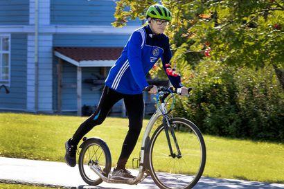 Kestävyysjuoksija sai nivelrikon ja löysi juoksun korvikkeen potkupyöräilystä