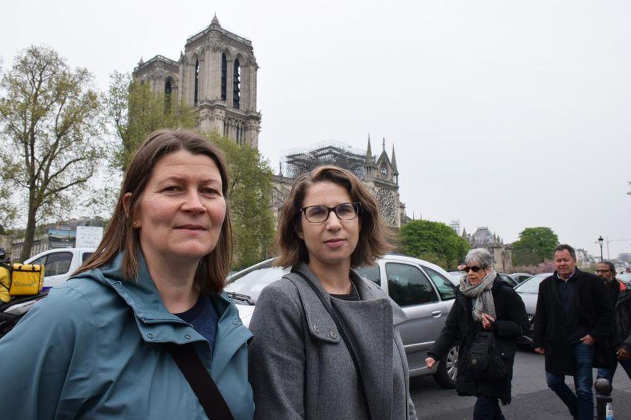 Työmatkalla olevat Sinikka Heikkala ja Mirella Lähteenmäki tulivat katsomaan, kuinka pahasti ihanalle katedraalille on käynyt.
