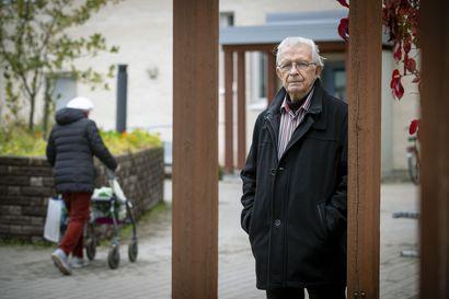"""Oululle luotiin ennaltaehkäisevä ikääntymispoliittinen ohjelma, näin kommentoi Seppo Lipponen, 81: """"Hiukan skeptinen olo tästä tuli"""""""