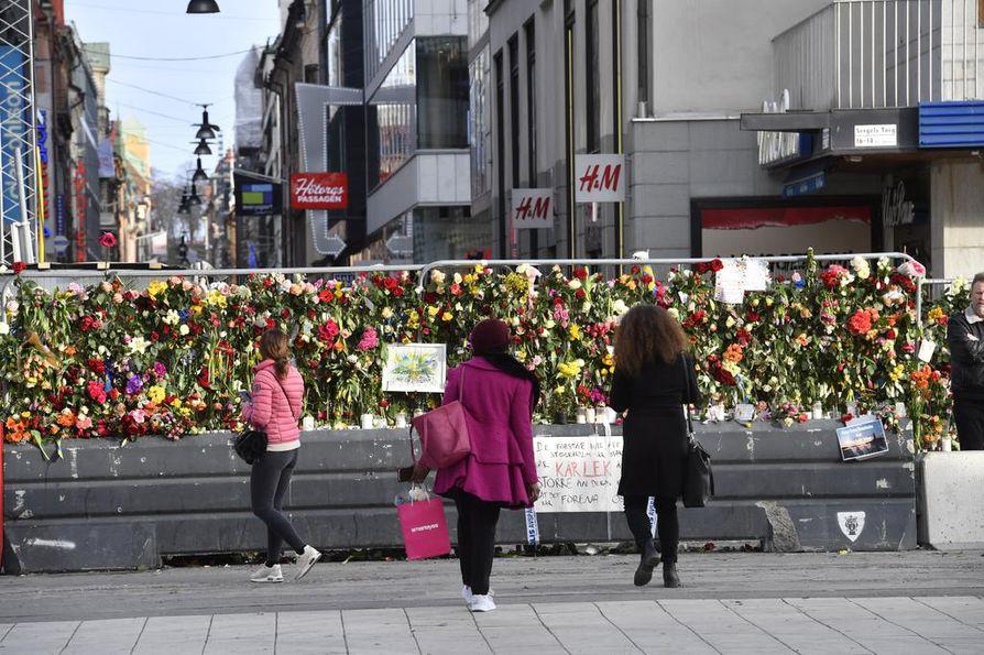 Tukholman terrori-iskussa kuoli neljä ihmistä ja haaovittui 15.