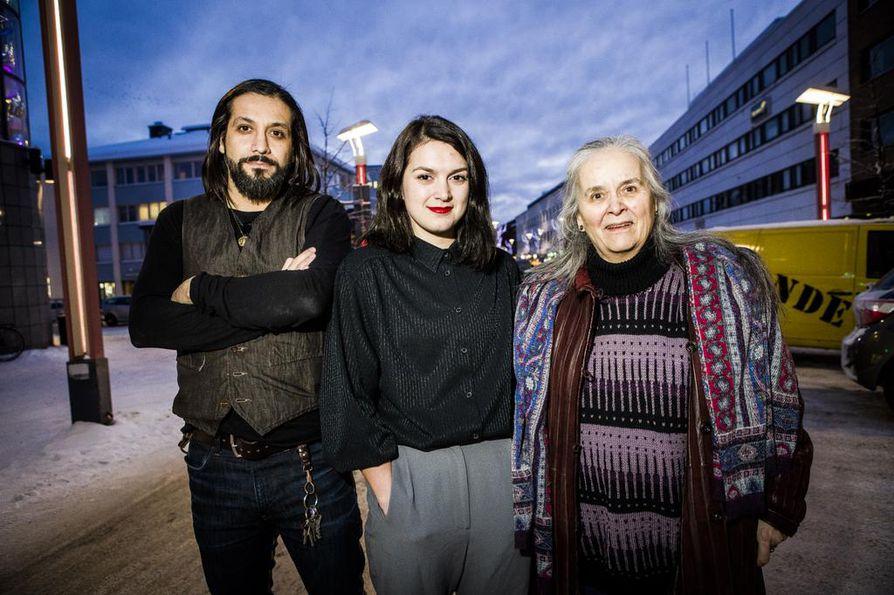 Näyttelijät Amir Escandari (vas.), Mimosa Willamo ja Ulla Ihalainen Aurora-elokuvan ensi-illassa Rovaniemellä tammikuussa 2019.