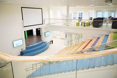 Kaksi suurta rakennushanketta valmistui Ylivieskassa: Noin 900 oppilasta opettajineen pääsee aloittamaan koulutyönsä uusissa kouluissa