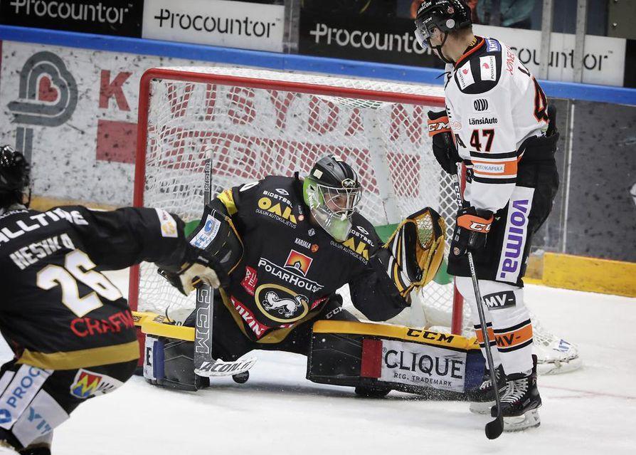Jussi Rynnäs merkkautti toisessa erässä neljä torjuntaa.