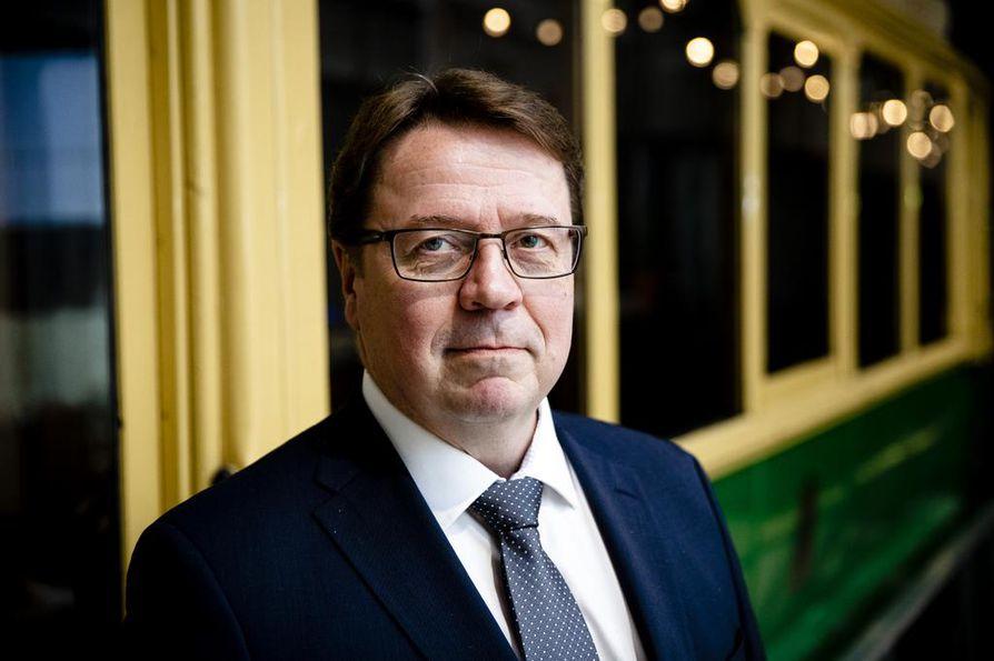 Suomen Unkarin suurlähettiläs Markku Virri kertoo, että suurlähetystö Budapestissa tarjoaa maan lehdistölle unkarinkielistä faktatietoa Suomen oikeusjärjestelmästä.