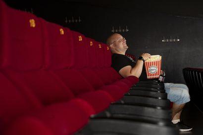 """Elokuvakävijöiden määrä on yli 90 prosenttia kahden vuoden takaista pienempi, mutta tulevaisuus näyttää valoisalta: """"Rakkaus elokuvaa kohtaan on se suurin juttu"""""""