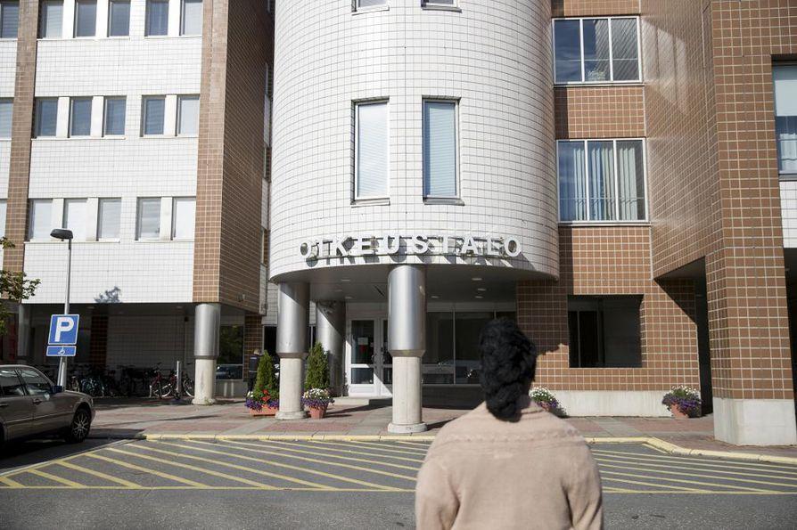 Vuosia jatkuneen hyväksikäytön selvittely on vireillä Oulun käräjäoikeudessa.