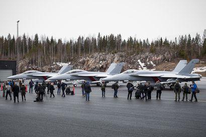 Super Hornetissa tarjotaan Suomelle sopivaa amerikkalaishävittäjää – Operointi olisi halpaa ja erikoiskoneella Growlerilla suojattua, mutta ei ilman kysymysmerkkejä