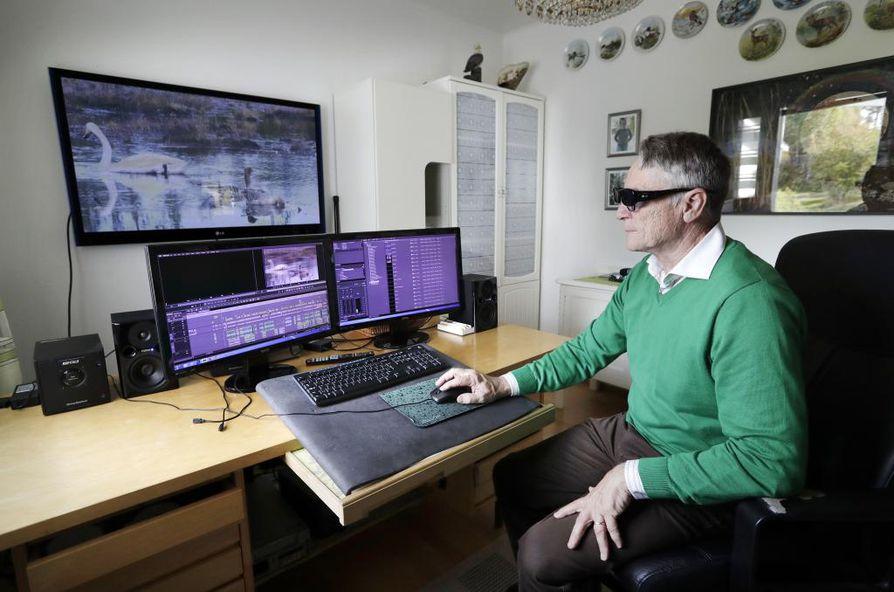 Elokuvien editoinnista vastaava Martti Hanhela sanoo, että kahden kameran tuottamasta materiaalista on aikaa vievää saada valmis kolmiulotteinen elokuva.