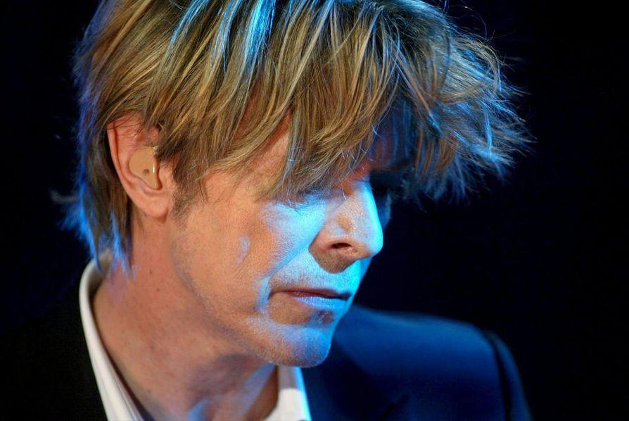 David Bowie on poissa.