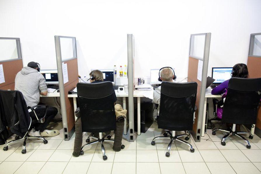 Kuluttajaviranomaisille tulee vuosittain tuhansia yhteydenottoja puhelinmyynnistä.
