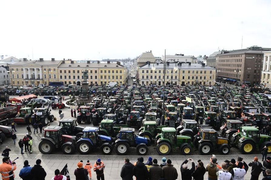 Mielenilmaukseen osallistui poliisin mukaan 500 traktoria ja muutamia tuhansia ihmisiä.
