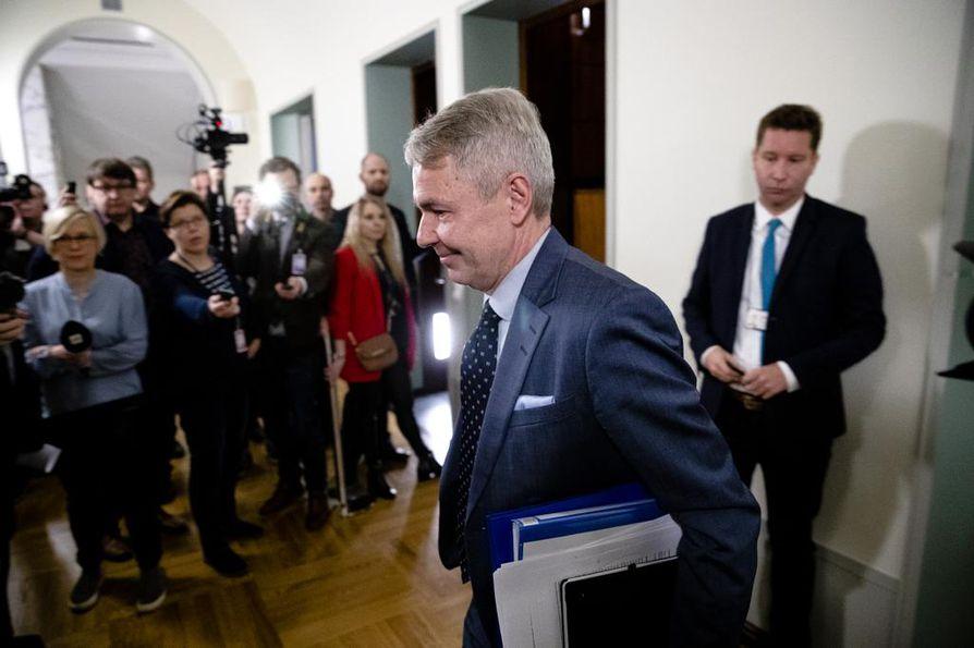 Ulkoministeri Pekka Haavisto ei itse näe toimineensa lainvastaisesti.