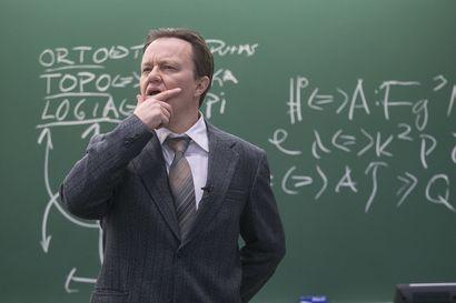 Ortotopologian lopulliset alkeet -esitys siirtyy jälleen – näyttelijä Mika Nuojua sanoo, että koronan takia lykätty näytelmä pitää tehdä valmiiksi