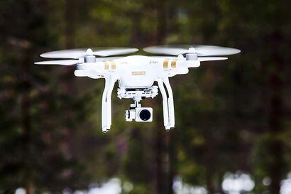 Riistaa hätyytettiin dronella pakenemaan ampujien suuntaan ja hirvien eteen yritetään ehtiä kaahaamalla – laitteet houkuttelevat metsästäjiä laittomuuksiin