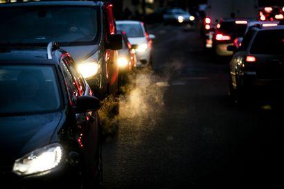 Selvitys: raskas liikenne uskoo sähköautojen sijaan biopolttoaineisiin – henkilöautojen päästöt alas verotusta keventämällä ja romutuspalkkiolla