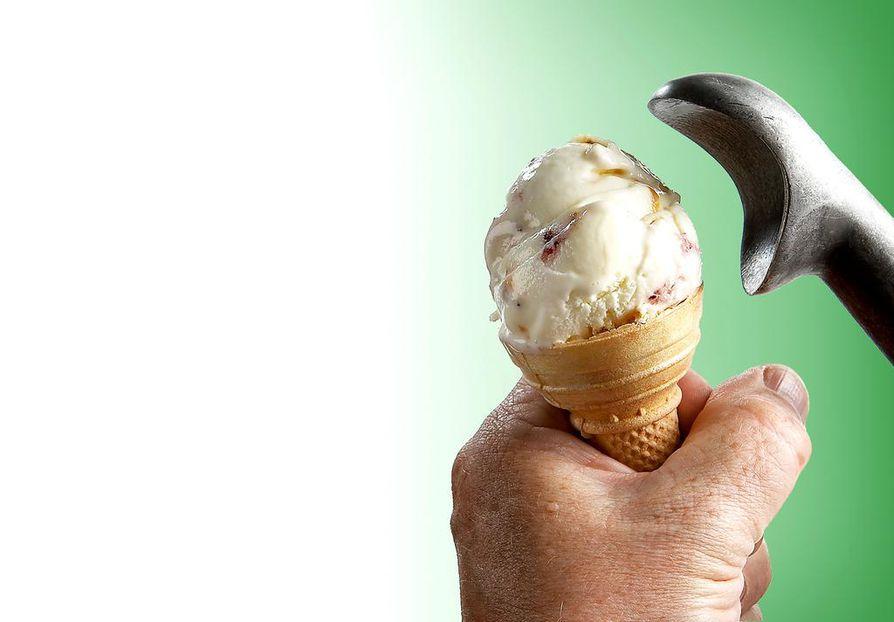 Kun ostaa vohvelitötteröitä, voi omatekemänkin jäätelön saada näyttämään juuri tältä.